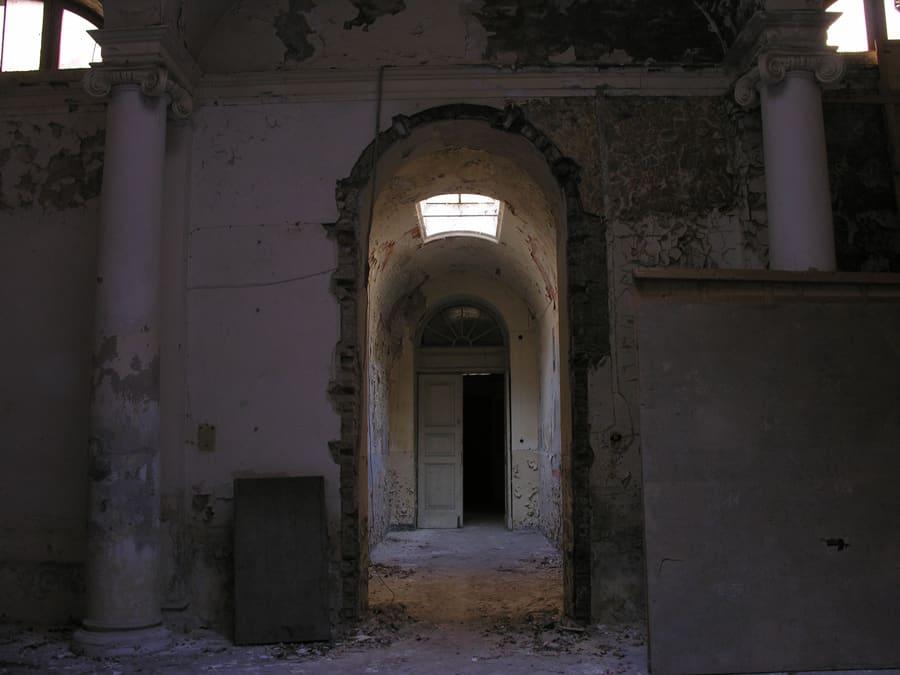 Corridoio con affresco